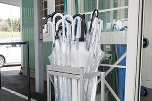 Free rental umbrella is available during rainy weather or rainy season.