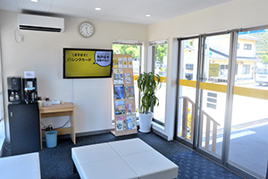 In the office, you can spend your waiting time comfortably when renting and returning.