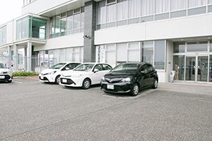 노토공항 내의 주차장에서 출발, 반납하실 수 있습니다.