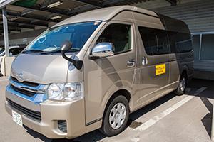 점포와 공항 사이를 이동하시는 경우 공동 픽업 버스를 이용하실 수 있습니다.