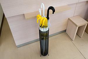 우천 시나 장마철에는 무료로 우산을 대여하실 수 있습니다.