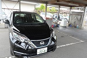 소형차부터 왜건까지 다양한 종류의 닛산 차를 준비하고 있습니다.