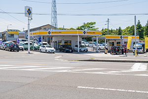 It takes about 1 minute by car from Oita Airport.